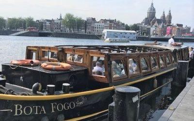Met salonboot door Amsterdamse grachten